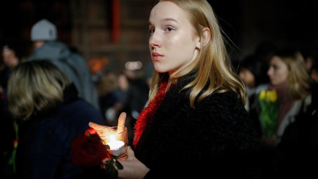 Duizenden mensen herdenken de slachtoffers