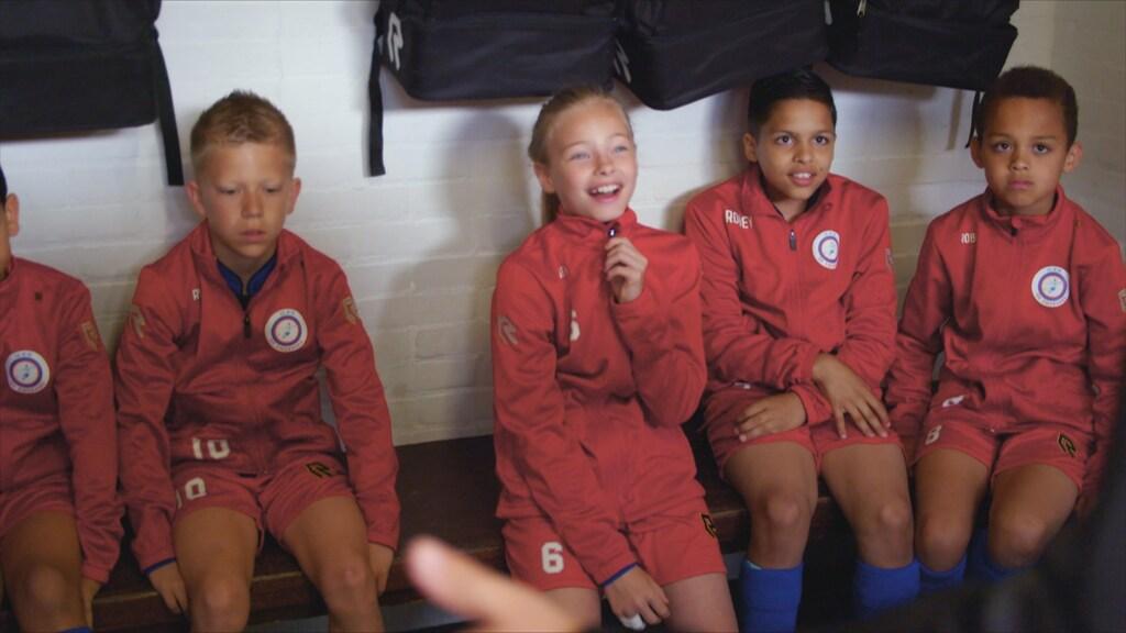 """""""Ik voetbal het liefst met de jongens. Meisjes zijn te soft."""""""