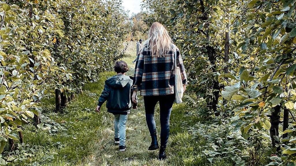 Annelie (31) en haar stiefzoon (6)