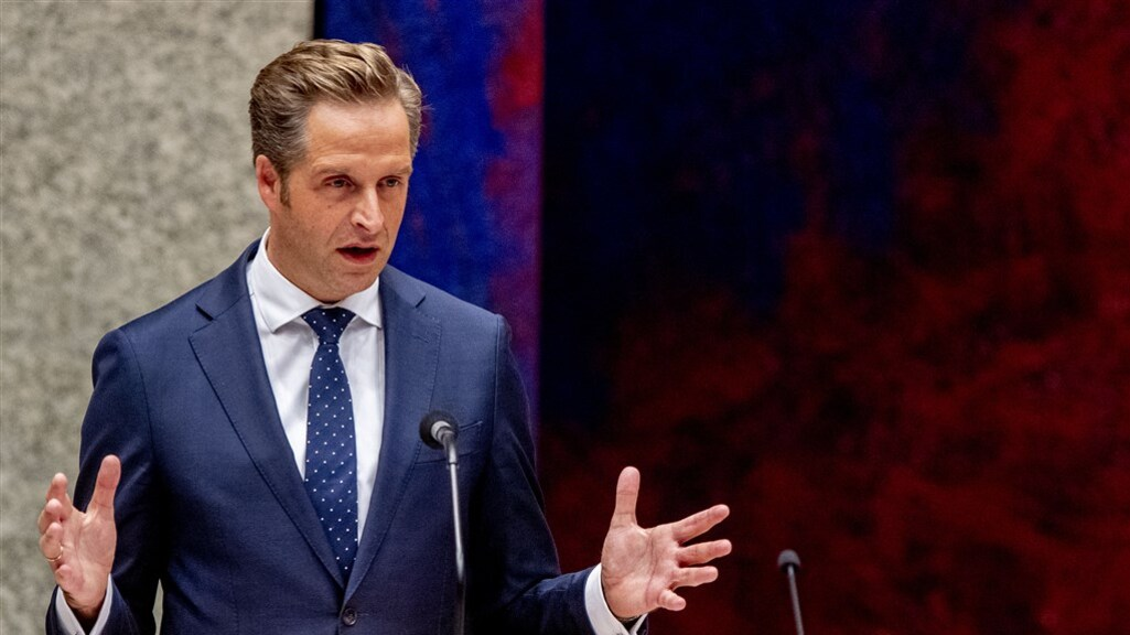 Minister Hugo de Jonge tijdens het debat over vaccineren.