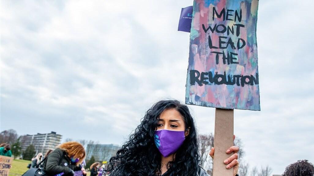 Deelnemers tijdens de jaarlijkse Women's March, afgelopen zondag in Amsterdam.