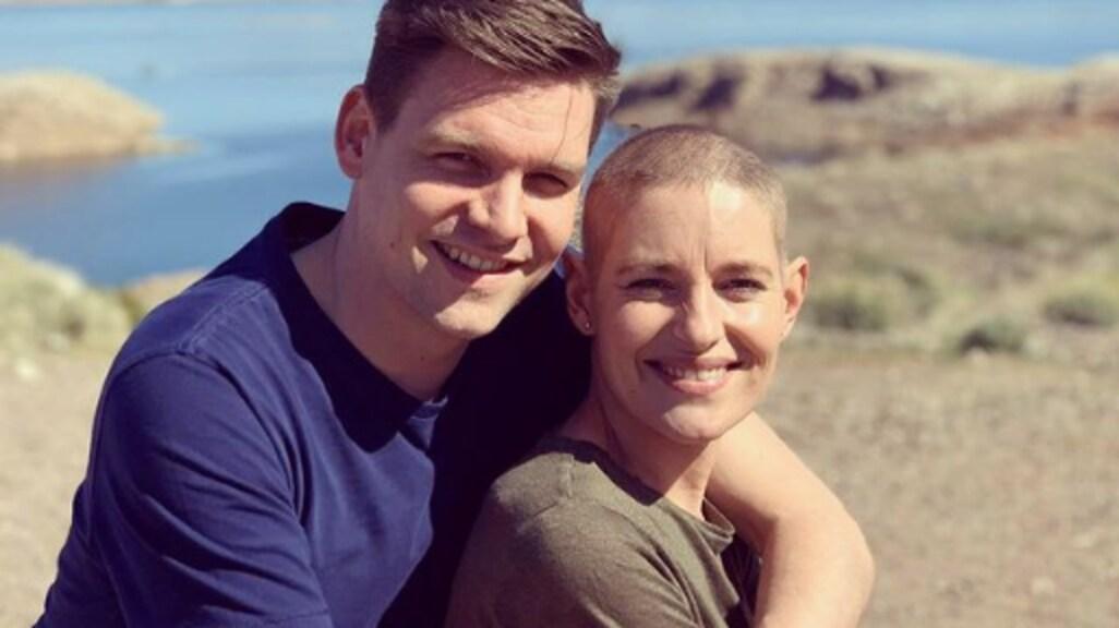 """""""Aan de buitenwereld laat ik vaak zien dat ik veel energie heb. Maar na de stamceltherapie ging ik samen met Pim naar Lake Mead in de VS en kwamen mijn emoties, onzekerheden en angsten los. Ik ben enorm dankbaar dat ik door mag met mijn leven."""""""