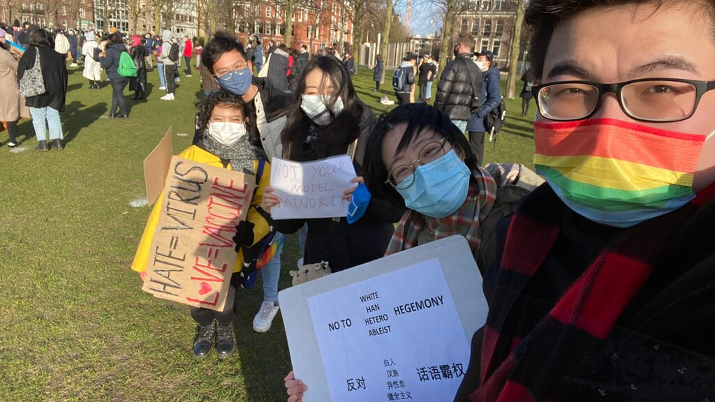 Vincent (rechts) tijdens de demonstratie op het Museumplein.