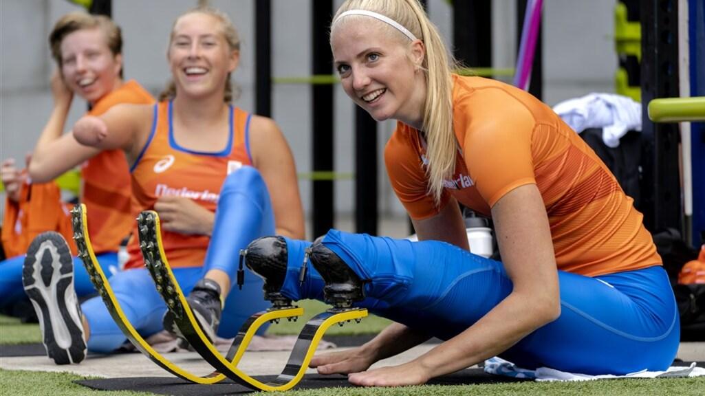 Atlete Fleur Jong is een van de vlaggendragers van de Paralympische Spelen.