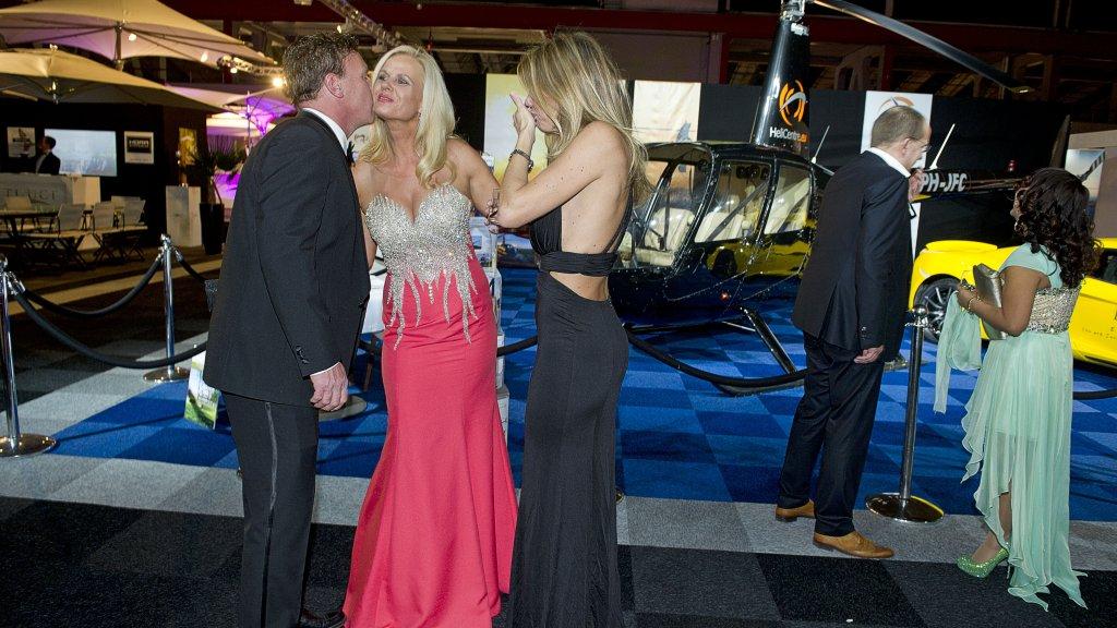 Bezoekers aan miljonairsfeestje Masters of Luxury in de Amsterdamse RAI.
