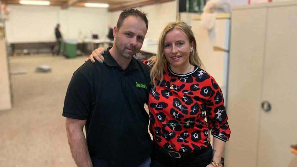 Jennifer en haar man Jan runnen samen een isolatiebedrijf