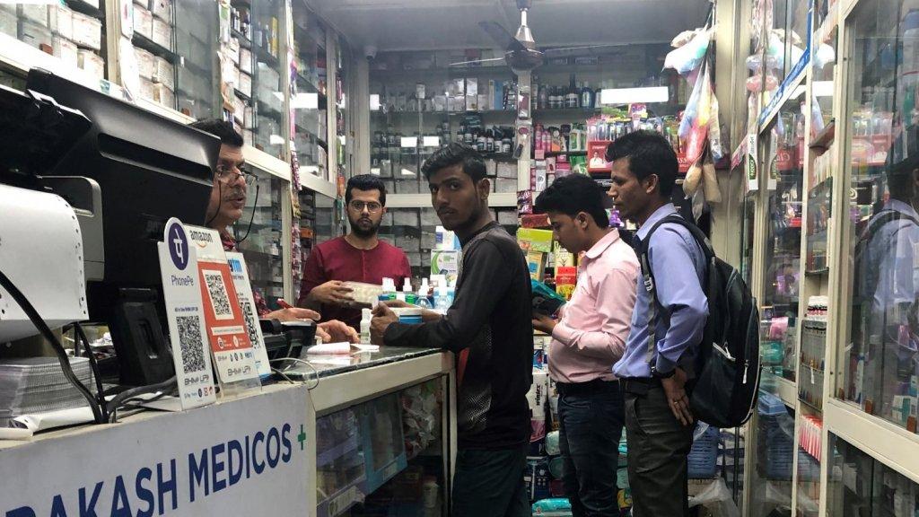 Vraag naar mondkapjes en handgel is groot in India
