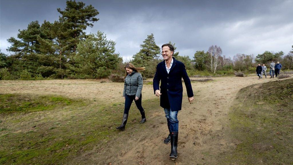 Premier Rutte en minister Schouten (Natuur) namen begin dit jaar een kijkje op de Veluwe.