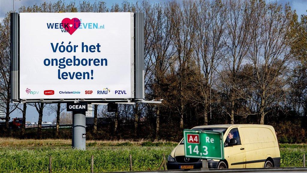 Een billboard langs de snelweg