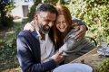 Verlangen naar een knuffel met je ouders: 'Het is liefdestaal, dat hebben we nodig'