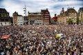 Duizenden mensen bij protest tegen racistisch politiegeweld op Dam Amsterdam